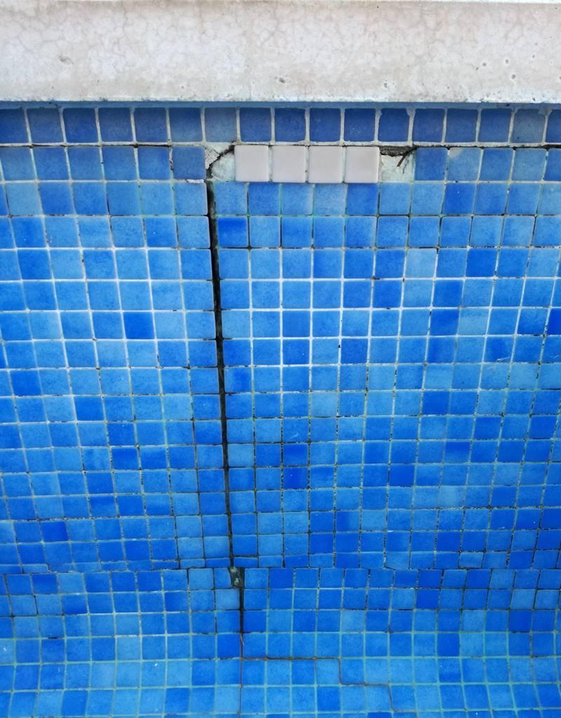 Como reparar grietas en piscinas de hormig n con gresite for Gresite piscina precio m2