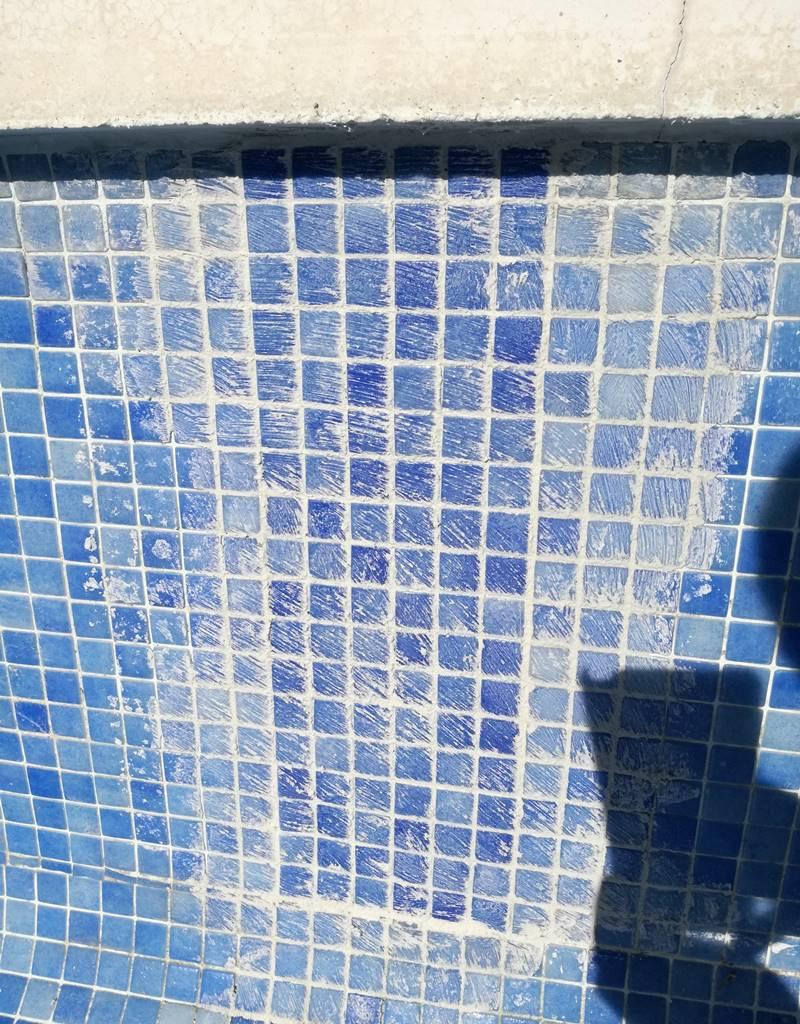 Tapajuntas de piscina con gresite