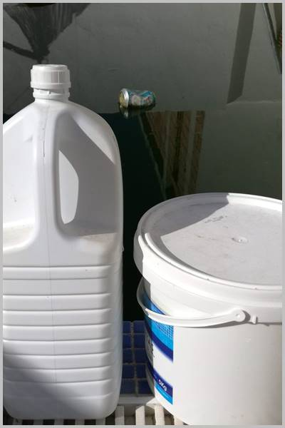 Productos que pueden oxidar las piscinas