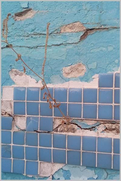 Si el paramento es malo se caen las fichas de gresite de tu piscina o pileta