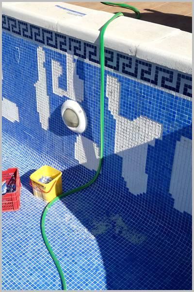 Usando malos morteros cola se caen las fichas de gresite de tu piscina o pileta