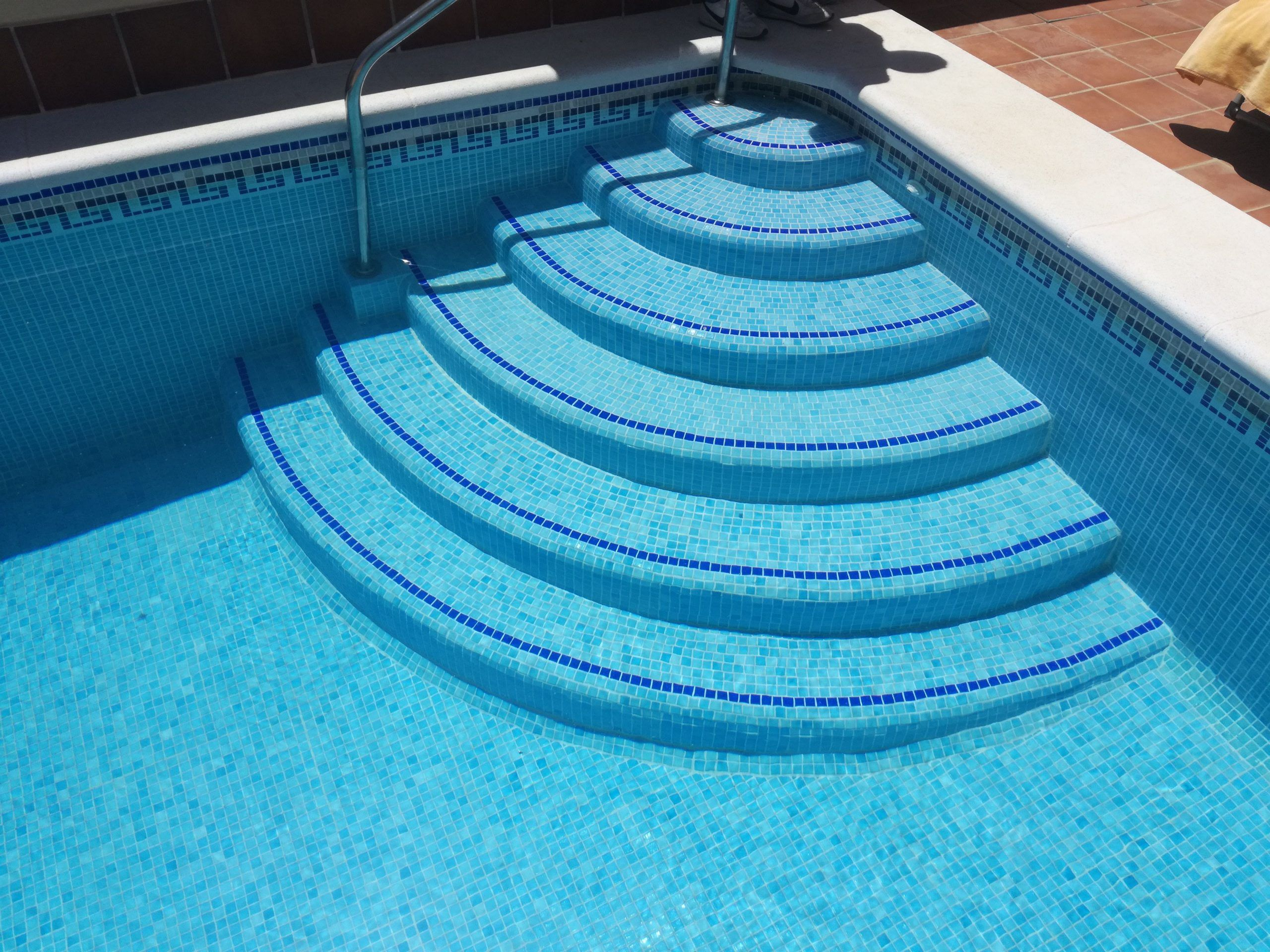 Escalera en piscina de obra redonda 1/4 de circulo
